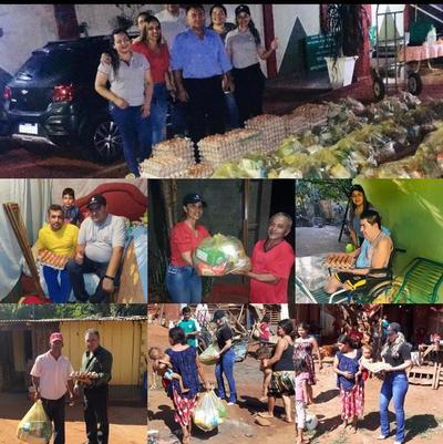Fiscal y funcionarios donan 60 kits de alimentos a familias carenciadas