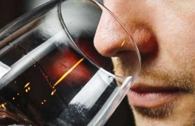 Estudio señala que pacientes con COVID-19 podrían perder el olfato y gusto