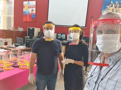 Alumnos de Arquitectura fabrican mascarillas con impresoras 3D