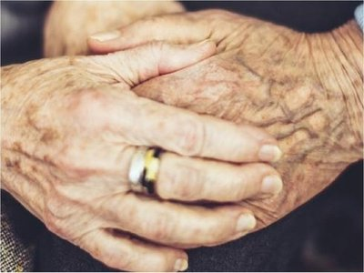 La OMS pide a hijos y nietos llamar a diario a padres y abuelos confinados