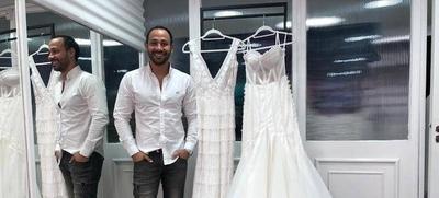 HOY / El Negro Vázquez y sus 10 años diseñando el vestido soñado de cada novia