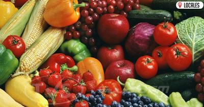 ¿Es suficiente lavar las frutas y verduras solo con agua?