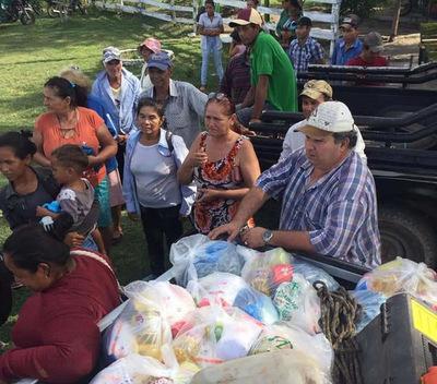 Intendente de San Alfredo reparte carne vacuna y víveres a familias necesitadas