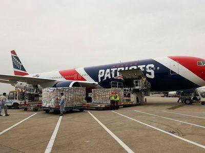 Patriots utilizan su avión para transportar 1,2 millones de mascarillas