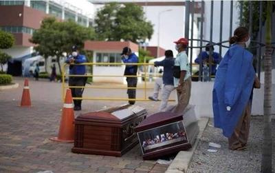 HOY / Ecuador educa con terror: no  respetaron cuarentena, ahora  cadáveres inundan calles