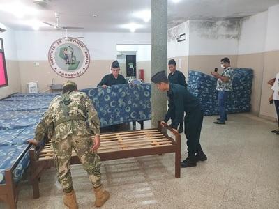 Militares entregan 40 camas al IPS de Concepción
