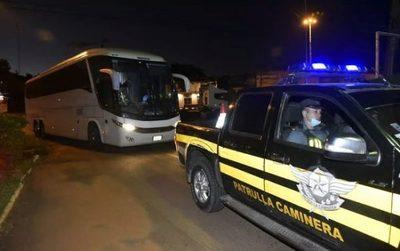 Paraguayos llegados de Brasil fueron instalados en sedes militares