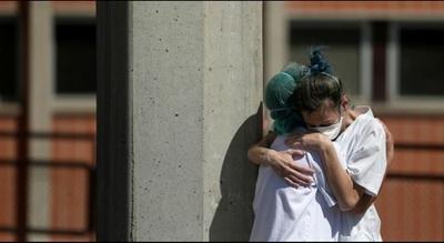 España: En un día registra 932 muertos por COVID-19