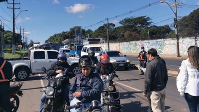 La ciudadanía no acata las medidas del gobierno y circula normalmente por las calles