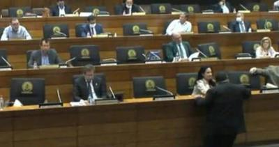 Senadora se expone a imputación de comprobarse que incumplió su cuarentena