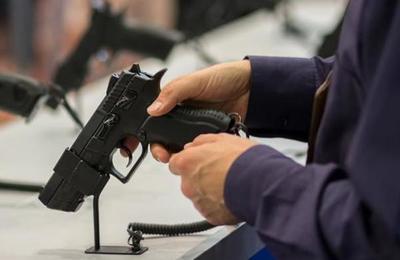 El miedo al coronavirus provoca récord histórico en la venta de armas en Estados Unidos