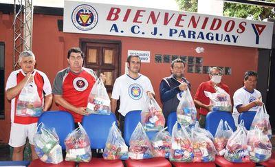 Jóvenes cristianos entregan kits para sectores carenciados