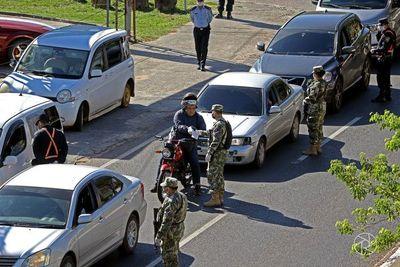 Por decreto, restringen aún más la circulación de personas y vehículos