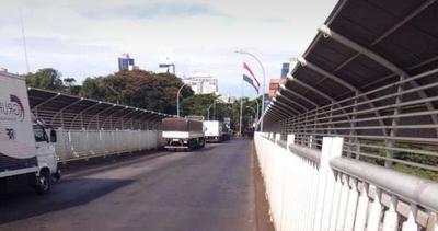 Denuncian ingreso ilegal de brasileños con camioneros por el Puente de la Amistad