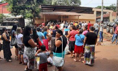 Aglomeración de familiares en  portería de la cárcel de CDE – Diario TNPRESS