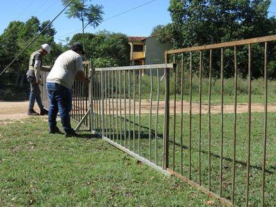 Colocan vallas de metal en 67 calles de Villa Florida