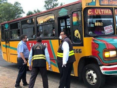 Los buses con destino al interior no circularán hasta el Domingo de Pascua