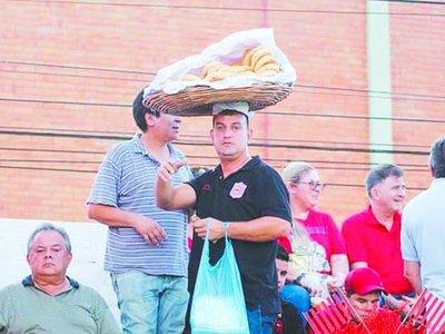 El aguante del Rayadito a su chipero incondicional