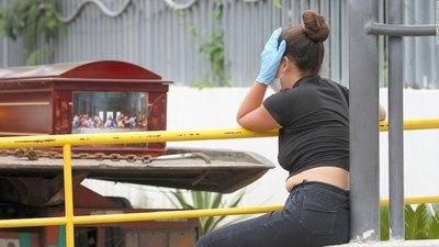 De terror: los finados esperan en las calles