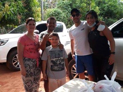 Iván Torres entregó alimentos a familias de Ñemby
