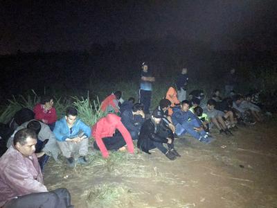 Armada Paraguaya en conjunto con la Policia Federal del Brasil detuvieron a varios contrabandistas.