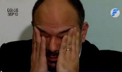 """Viceministro rompe en llanto al hablar de la """"guerra"""" contra el coronavirus"""