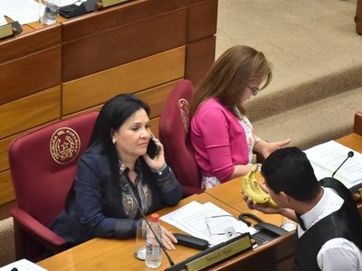 Piden pérdida de investidura de la senadora Bajac