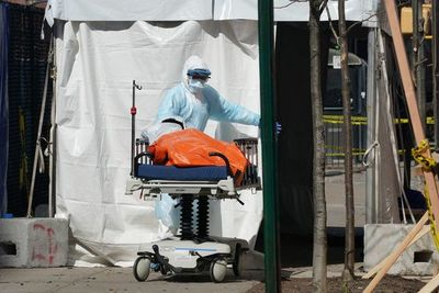 EEUU registra más de 300.000 casos de coronavirus y unos 8.000 muertos