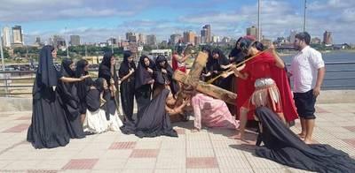 Vía Crucis de Luque, en la Costanera •