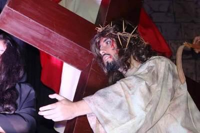 Luqueños se lucieron con el Vía Crucis •