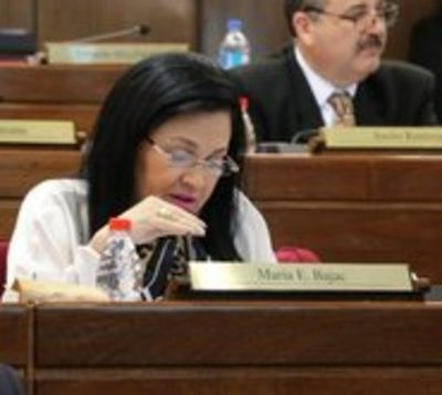 Fiscal imputa a senadora por supuesto incumplimiento de cuarentena