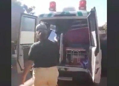 Iban entre 7 en la ambulancia ¿a un paseo?