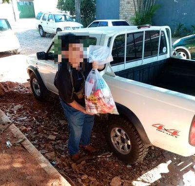 """Petta critica a familias pudientes que llevan kits de alimentos """"hasta en camionetas"""""""