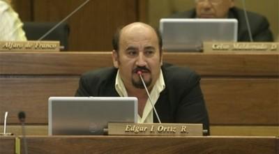 Denuncian que diputado Édgar Ortiz atropelló barrera de control sanitario