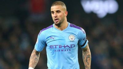 Manchester City estudia sancionar a Walker