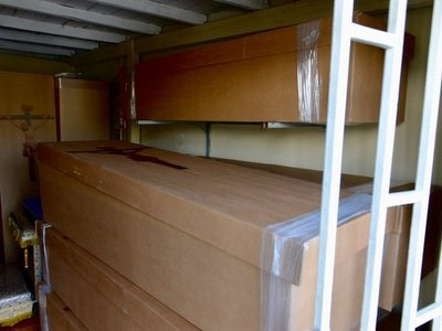 Unos 4.000 ataúdes de cartón para Guayaquil, donde siguen recogiendo cadáveres