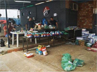 Voluntarios entregan  cada día kits de alimentos   en CDE