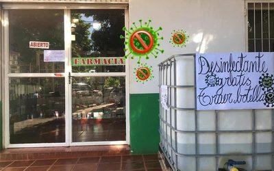 Farmacia pone a disposición desinfectante gratuito