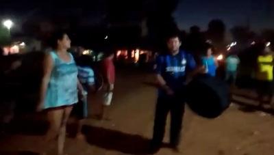 Vecinos protestan ante falta de kits