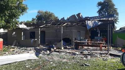 ALTO PARANÁ: EN ATENTADO CON EXPLOSIVOS DESTRUYEN UNA VIVIENDA