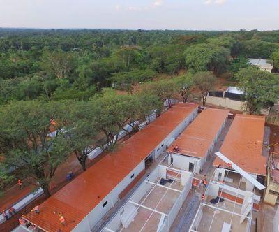 Instalan techos de futuros pabellones de hospitales