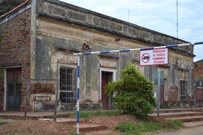 Prohíben paso de camiones frente a la Casa de Mangoré