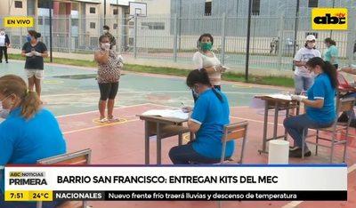 Barrio San Francisco: Entregan kits del MEC