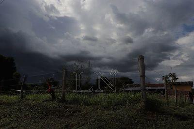 Activan alerta de lluvias y tormentas para varios departamentos