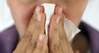 No siempre estornudos, ojos irritados o secreciones significan síntomas de COVID-19, aclara neumólogo