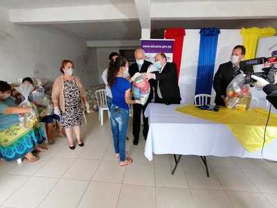 Pastoral Social de Diócesis de San Lorenzo recibió 8.500 kgs de alimentos