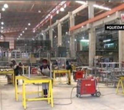 Apresuran fabricación de 200 camas hospitalarias para salud