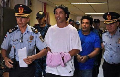 Ronaldinho y su hermano cumplirán prisión domiciliaria en un hotel de Asunción
