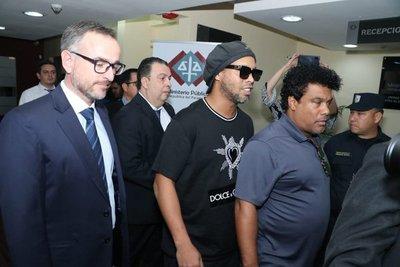 Ronaldinho, con prisión domiciliaria