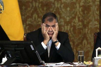 Expresidente de Ecuador condenado a 8 años de cárcel
